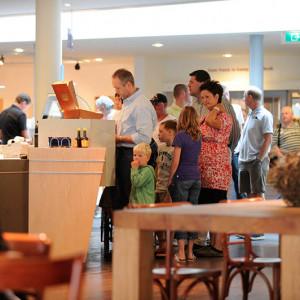 balie-museumcafe-2009-sake-elzinga-2.jpg